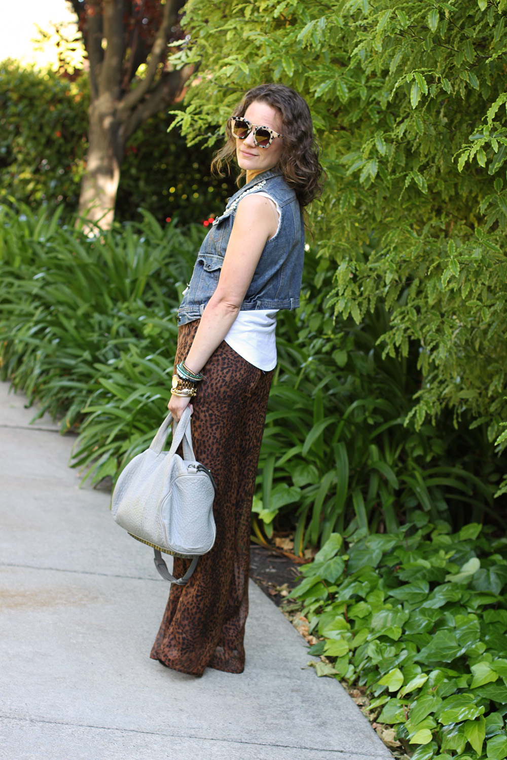 how to wear palazzo pants tip #4: balance it out with layers on top