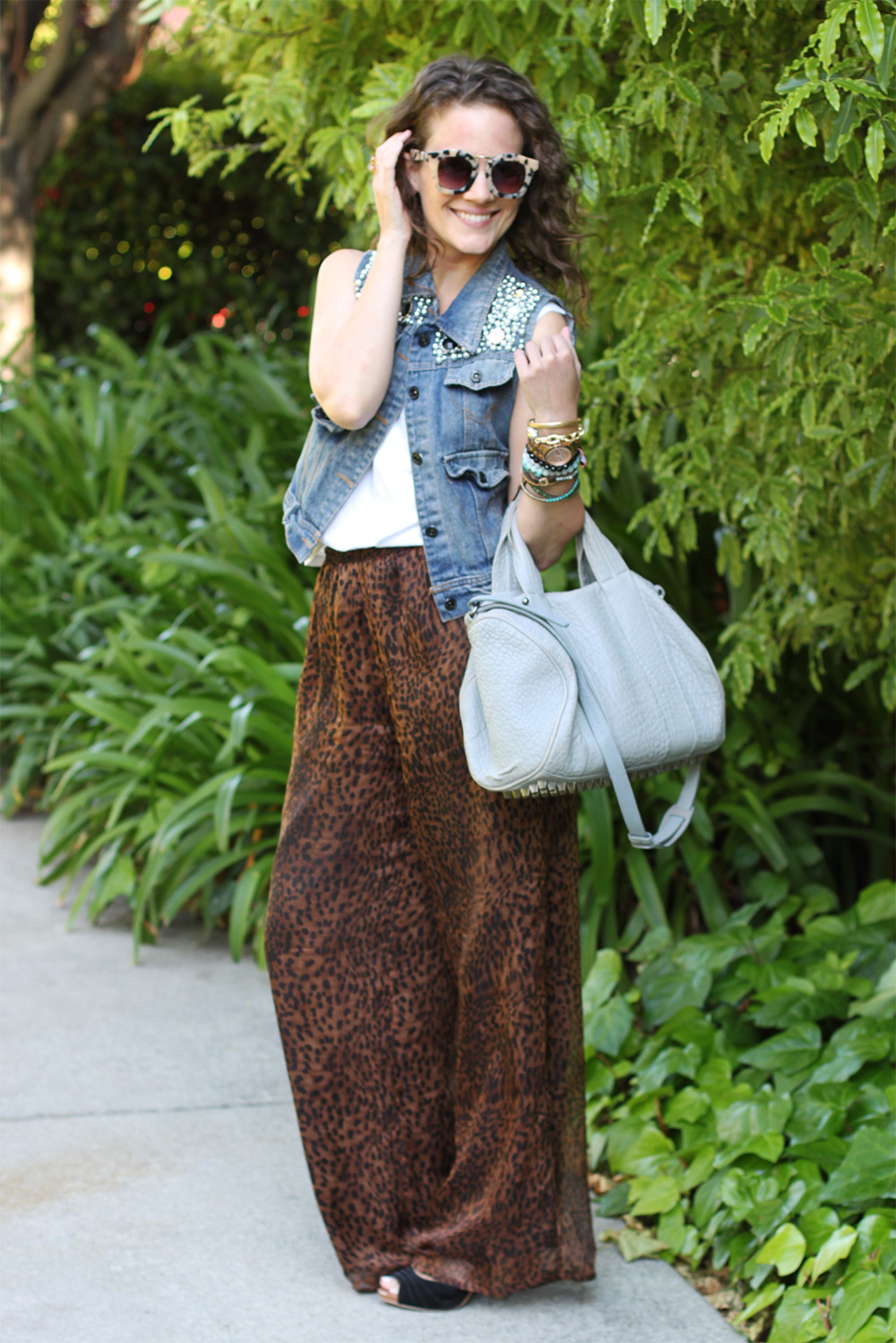 how to wear palazzo pants tip #1: Always elongate. A high waist and heels, and your legs are instantly a mile long.
